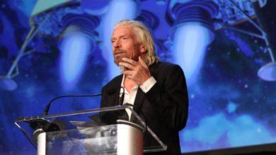 Photo of Branson žádá vlády o pomoc se záchranou svých aerolinek. Za půjčku chce ručit ostrovem