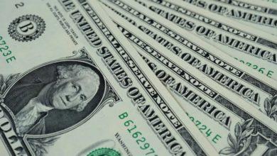 Photo of Dolar ráno slábne. USA sdělí propad ekonomiky a zasedá Fed